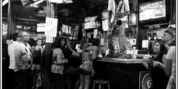 Jazz als Ausdruck des Protests. Aufnahme eines Saxophonisten in einer Jazz Bar in New Orleans. Foto: ©flickr/Eklectique-photo