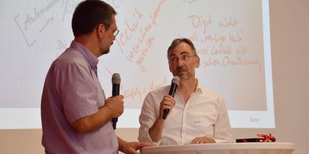 Durch die Diskussion im Plenum führten Jügen Reifarth und Frieder Weigmann. Foto: © Diakonie Mitteldeutschland