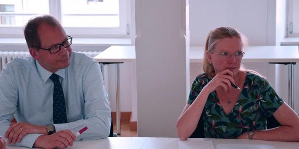 """Oberkirchenrat Christoph Stolte und Dr. Sabine Zubarik beim Thementisch """"Das Recht auf analoges Leben"""". Foto: © Diakonie Mitteldeutschland"""