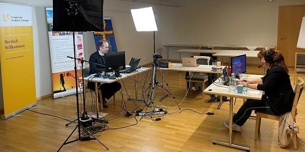 Technik statt Publikum im Konferenzraum: Die 7. Thüringer Arbeitszeitkonferenz war die erste Veranstaltung dieser Reihe, die ausschließlich online stattfand. Foto: © EAT