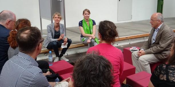Dr. Stina Kjellgren, Ev. Akademie Frankfurt, und Dr. Annika Schreiter, Ev. Akademie Thüringen, moderierten die Diskussion. Foto: © Ulrike Kammerer