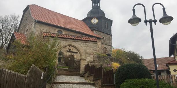 Blick auf die Lutherkirche in Möhra. Foto: ©Jan Grooten