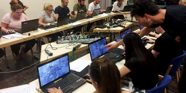 Bei angeleiteten Spieleinheiten konnten die Teilnehmenden selbst digitale Spiele ausprobieren. Foto: ©Jan Grooten/EAT
