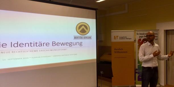 Florian Eisheuer von der Amadeu Antonio Stiftung informierte beim Bürgerforum über die Identitäre Bewegung. Foto: (c)EAT
