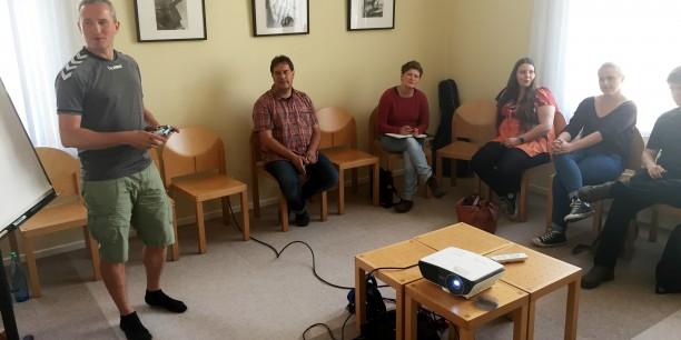 Marek Brunner, Testbereichsleiter der USK, diskutierte mit den Teilnehmenden zum Thema Jugendschutz. Foto: ©Jan Grooten/EAT