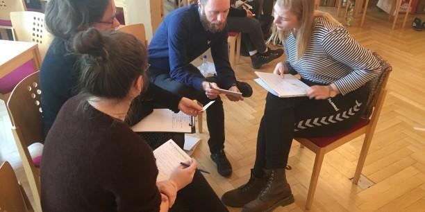 Reflexions-, Gesprächs- und Lernräume für Erwachsene schaffen, ist ein zentrales Anliegen der Evangelischen Akademie. Foto: © EAT