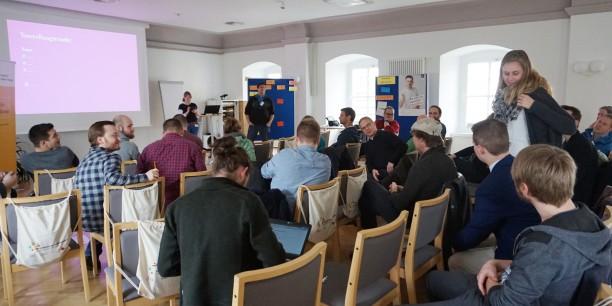 Zu Beginn des Barcamps stellen sich alle Teilgebenden kurz vor. Foto: © EAT