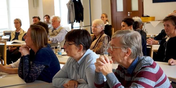 """Etwa 35 Teilnehmende waren vom 22. bis zum 24. September ins Zinzendorfhaus gekommen, um sich dem Thema """"Unendlichkeit"""" zu widmen. Foto: ©Petra Dolny"""