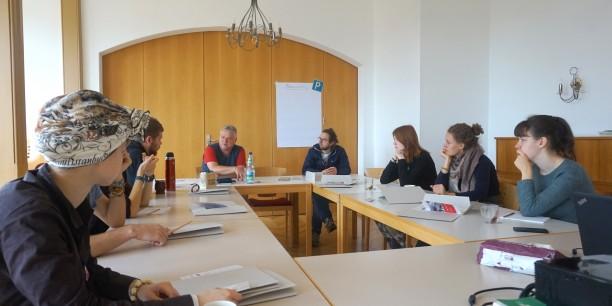 In gemeinsamen Gesprächsrunden diskutierten die Teilnehmenden über Antisemitismus und seine Erscheinungsformen. Foto: ©EAT
