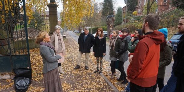 Thekla Bernecker führte die Seminarteilnehmenden auf Spurensuche durch Eisenach. Foto: ©EAT