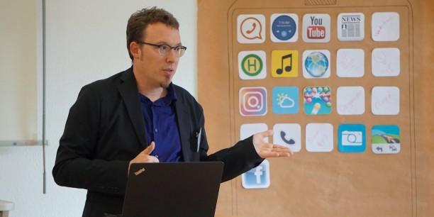 """Fachliche Unterstützung gab es von Prof. Dr. Sven Jöckel der Universität Erfurt in seinem Vortrag """"Was geht App?"""". Foto: ©Désirée Reuther"""