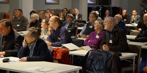 Interessierte TagungsteilnehmerInnen in der Nikolaikirche Eisenach. Foto © EAT