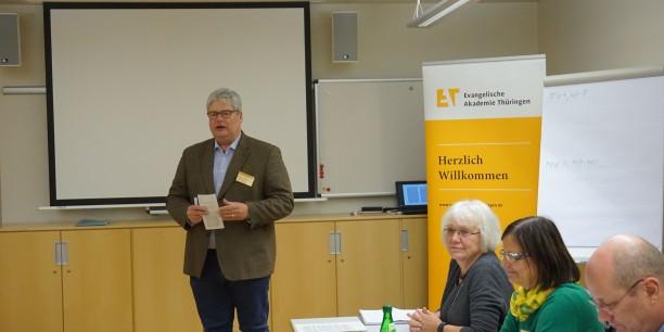 Akademiedirektor Prof. Dr. Michael Haspel führte in das Lektüre-Seminar ein. © EAT, Foto: Sebastian Tischer.