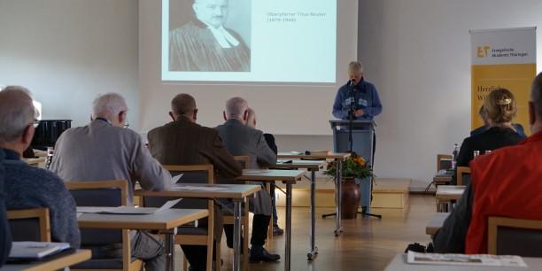 Dr. Susanne Böhm spricht über Titus Reuter. Foto: © EAT