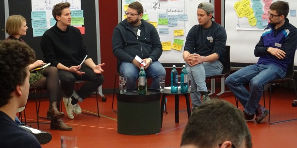 Zum Abschluss moderierte Ingo Dachwitz (netzpolitik.org, 2. v.l.) einen Dialog mit der Politik mit Ria Schröder (Junge Liberale), Marcin Tomasz Zielinski (Junge Union), Max Lucks (Grüne Jugend) und Paul Gruber (linksjugend). Foto: et
