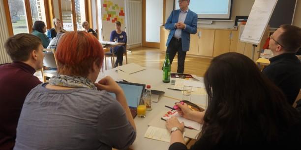 Carsten Berndt, Agentur für Arbeit Erfurt, umriss die große Auswahl an Ausbildungswegen, die Jugendlichen nach der Schule offenstehen. Foto: © Holger Lemme/EAT