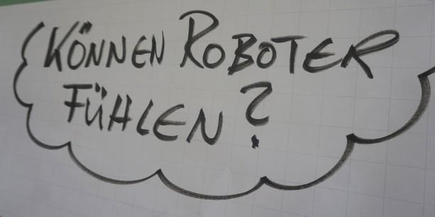 Im Workshop von  Matthias Kasparick überlegten die Teilnehmenden in einem philosophischen Gespräch, ob Roboter Gefühle haben können. Foto:  ©EAT/Schweizer