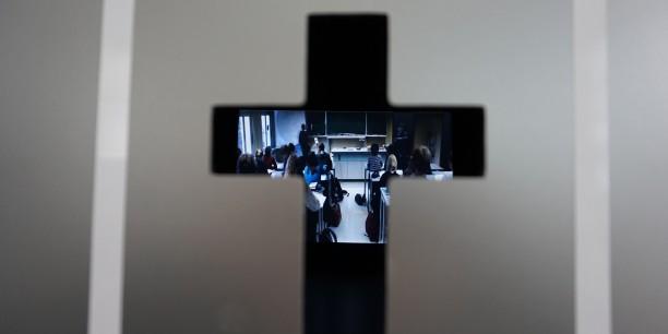 """Unter dem Motto """"Schau mal rein"""" zeigten sich den Neugierigen beim Blick durchs Schlüsselloch Tätigkeitsfelder der kirchlichen Einrichtungen. Foto: © EAT"""