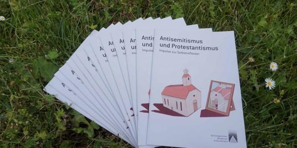 Die neue Broschüre zu Antisemitismus und Protestantismus ist da! Foto: © EAT