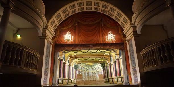 Die Kulissen für das diesjährige Molière-Stück im Ekhof-Theater. Foto: © EAT