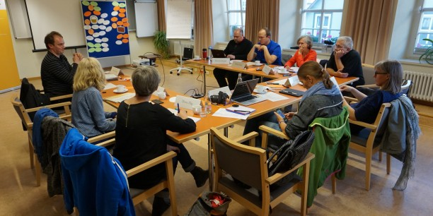 """Engagiertes Arbeiten in kleiner Gruppe bei der Kurztagung """"Tweet the Lord"""". Foto: © EAT"""