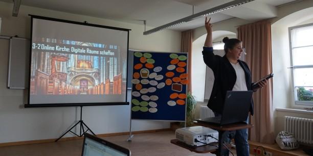 Stefanie Hoffmann sprach in ihrem Impulsvortrag unter anderem über digitale Räume der Kirche. Foto: © EAT
