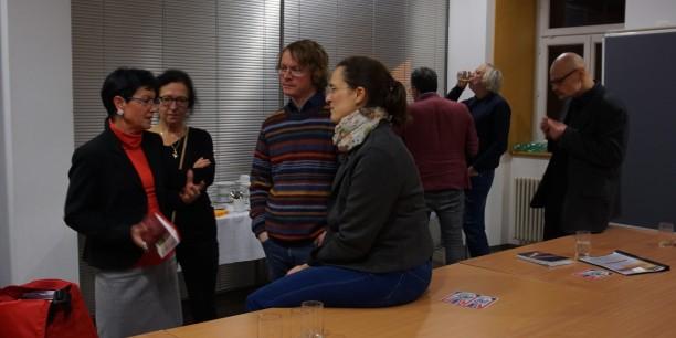 Angeregte Gespräche in der Lesepause mit der Slawistin Dr. Nora Schmidt (re.). Foto: © EAT