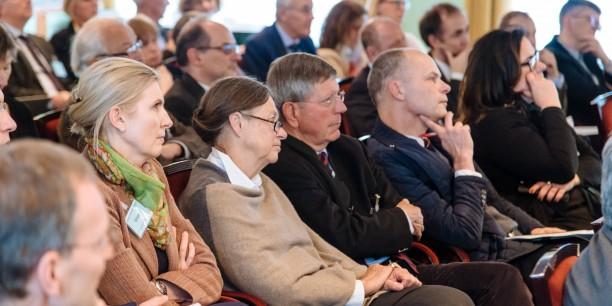 Mehr als 60 evangelische Führungskräfte beschäftigten sich intensiv mit Luthers reformatorischem Verständnis vom Beruf des Christen. Foto: © Henry Sowinski