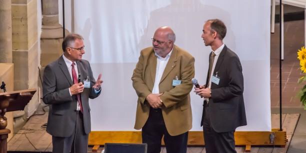 Walter Bauer, Geschäftsführer der Electronicon Kondensatoren GmbH, im Gespräch mit Prof. Dr. Jens Goebel, Vorsitzender des Evangelischen Arbeitskreises der CDU Thüringen, und Holger Lemme (v.l.n.r.). Foto: ©Andreas Kinder