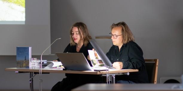 "Yvonne Andrä und Stefan Petermann lesen aus dem Buch ""Jenseits der Perlenkette"". Foto: © JM Mendizza"