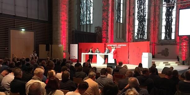 Rund 300 Betriebs- und Personalräte kamen zur ersten Betriebsräte-Konferenz des Landes Sachsen-Anhalt in der Johanneskirche Magdeburg zusammen, um über Arbeitsbedingungen und Fachkräftesicherung zu sprechen. Foto: (c) Holger Lemme/EAT.