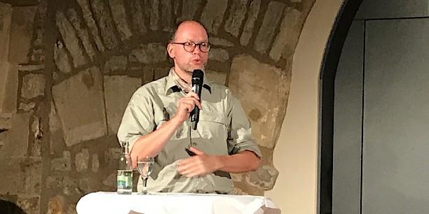 Ingolf Profft vom Forstlichen Forschungs- und Kompetenzzentrum Gotha spricht über den langen Atem, den Förster beim Waldumbau haben, und warum in ihm eine Chance liegt. Foto: (c) Claudia Wohlbür/EAT.