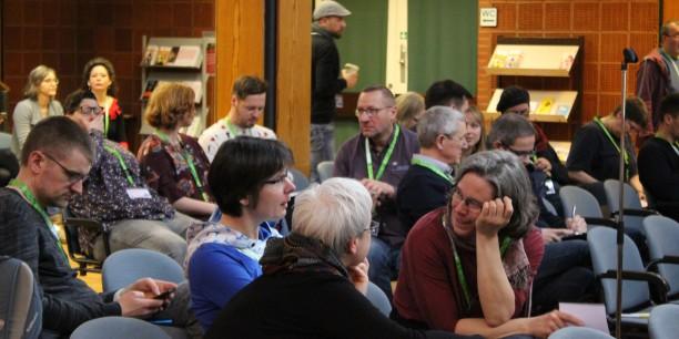 Das Wichtigste beim Barcamp: reger Austausch, sowohl im direkten Gespräch vor Ort als auch über digitale Kanäle. Foto: © EAT