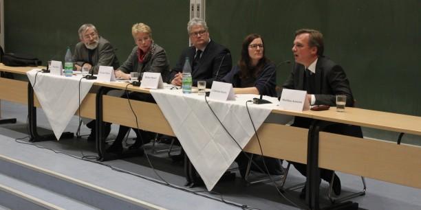 Auf dem Abschlusspodium sprachen Prof. Dr. Klaus Dicke, Prof. Dr. Myriam Wijlens, PD Dr. Gabriele Klocke und Dr. Matthias Kamann. Foto: © Thomas Heller