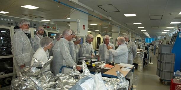 Im Vorfeld der Diskussionsveranstaltung hatten die Teilnehmenden die Gelegenheit, sich bei der Geraer Electronicon Kondensatoren GmbH ein Bild über die fortschreitende Digitalisierung in der Produktionstechnik zu machen. Foto: ©Andreas Kinder