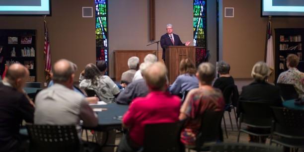 Etwa 100 Gäste waren in die Northway Christian Church gekommen, um den Vortrag von Prof. Dr. Michael Haspel zu hören. Foto: ©Hanns Christian Hanebeck
