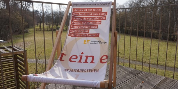 Der Liegestuhl begleitet im Jahr 2017 unsere Veranstaltungen, die im Rahmen des Reformationsjubiläums stattfinden. Foto: © Sebastian Tischer