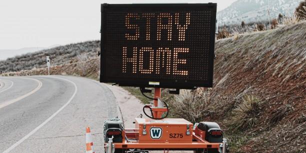 """Wer es gemäß der Tätigkeiten kann, soll von zu Hause arbeiten. """"Stay Home"""" ist aber nicht für alle möglich. Bild: logan weaver/unsplash"""