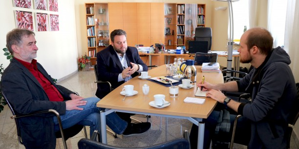 Der erste Halt in Meiningen führte ins Büro des Bürgermeisters Fabian Giesder. Foto: © Désirée Frahnow
