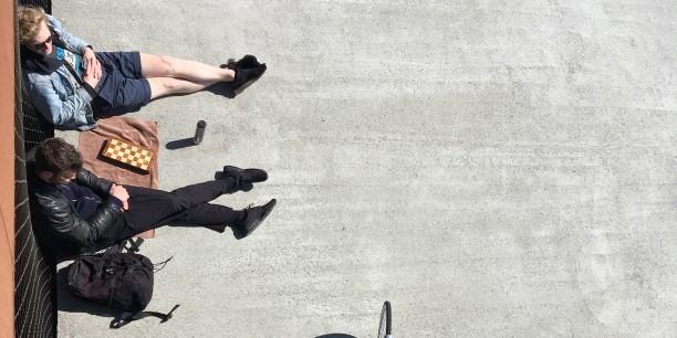 In welchen sozialen Räumen bestehen Chancen und Herausforderungen für politische Bildung? Ein Schwerpunkt der Jahreskonferenz widmete sich Fragen zum 16. Kinder- und Jugendbericht der Bundesregierung. Foto: Maria Bobrova/unsplash