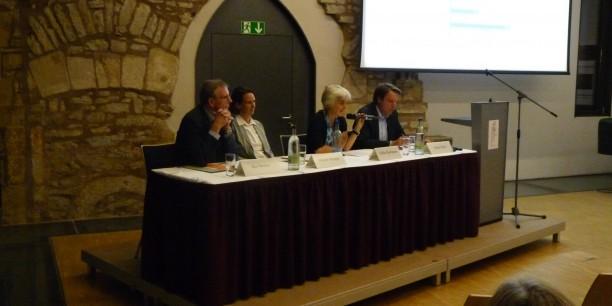 Auf dem Podium diskutierten Kay Senius, Mirjam Kruppa, Ulrike Hermann und Dr. Stefan Bach (v.l.). Foto: © Désirée Frahnow