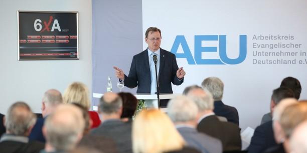 Ministerpräsident Bodo Ramelow sprach zu den über 70 Gästen aus Wirtschaft, Politik und Kirche, die in Gera zusammengekommen waren. Foto: ©René Löffler