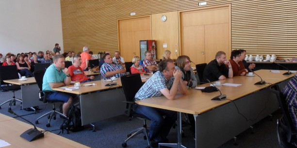 Mehr als 150 Menschen aus ganz Thüringen kamen zur 39. Sitzung des Arbeitslosenparlaments im Erfurter Landtagsgebäude zusammen. Foto: (c) Thüringer Arbeitsloseninitiative - Soziale Arbeit e.V.