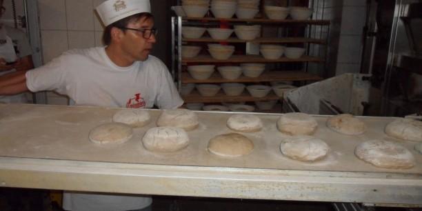 Doch am besten gelingen die Brote, wenn Erfahrung und Intuition des Bäckermeisters in den Backprozess einfließen. Foto: (c) Holger Lemme