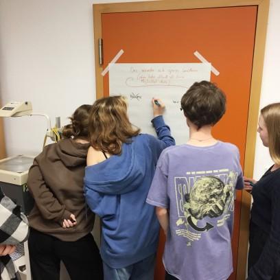 Bei der Zukunftswerkstatt tauchten sich Jugendliche über ihre Ideen für ein gesellschaftliches Miteinander aus. Foto: © EAT