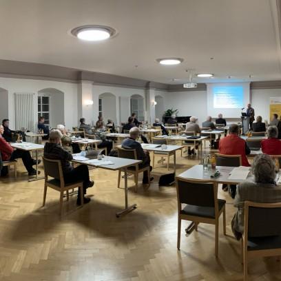 """Plenum bei der Tagung """"100 Jahre evangelische Landeskirche in Thüringen"""". Foto: © EAT"""