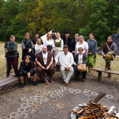 Die Teilnehmenden des diesjährigen Liverollenspiels um den fiktiven Stadtstaat Tiamast. Foto: © EAT